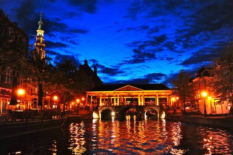 Leiden, centrum by night