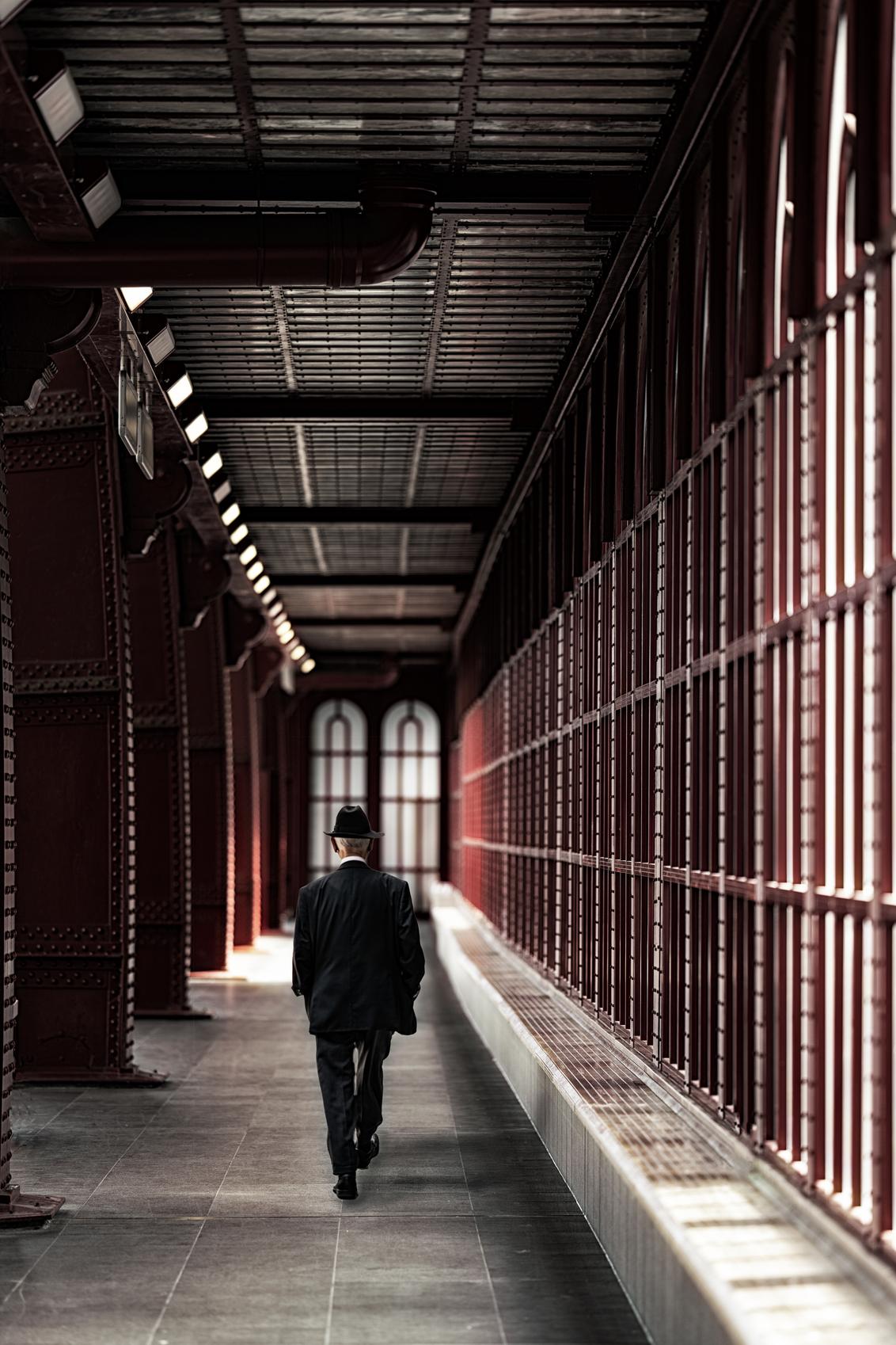 De wandeling... - - - foto door Phil-H op 25-07-2020 - deze foto bevat: man, station, antwerpen, straatfotografie