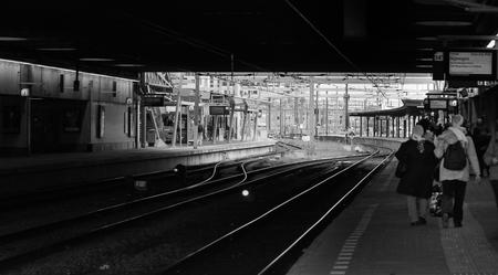 reizen - ze zijn al tijden onderweg naar... - foto door jokebr op 10-03-2016 - deze foto bevat: station, trein, reizen, vluchten