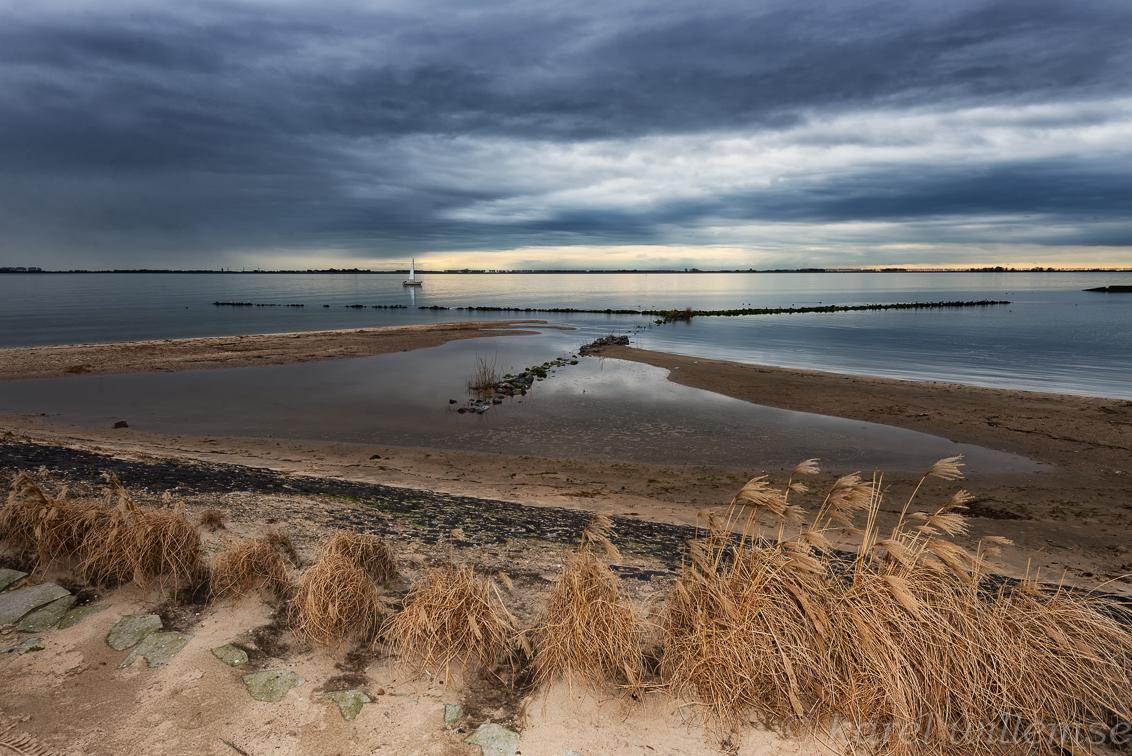 hellevoetsluis 2 - ook hier de voorgrond iets ingeflitst - foto door karelwillemse op 21-02-2014 - deze foto bevat: natuur, boot, landschap, flits, hellevoetsluis