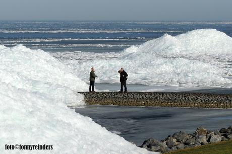 Kruiend ijs bij Stavoren