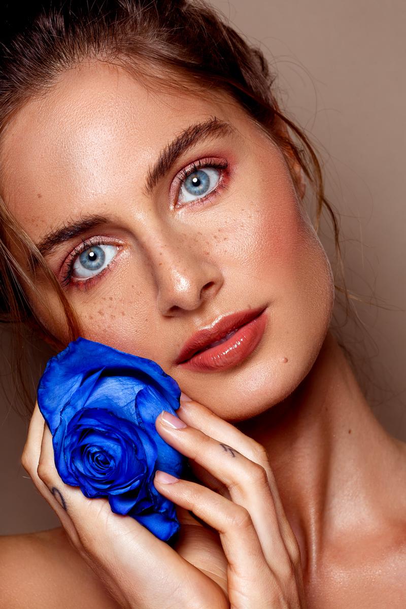 Nikki - Model: Nikki @ EVD Agency  MUAH: Kaja Dobron - foto door stephanieverhart op 20-10-2019 - deze foto bevat: vrouw, licht, portret, schaduw, model, flits, ogen, beauty, emotie, studio, photoshop, closeup, mode, fotoshoot, visagie, flitser