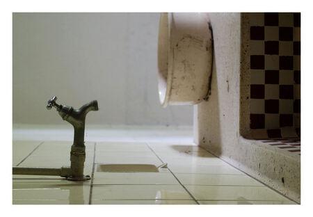 Drops - Opname gemaakt in een oude vervallen boerderij in het westland - foto door peterrochat op 01-11-2010 - deze foto bevat: urbex