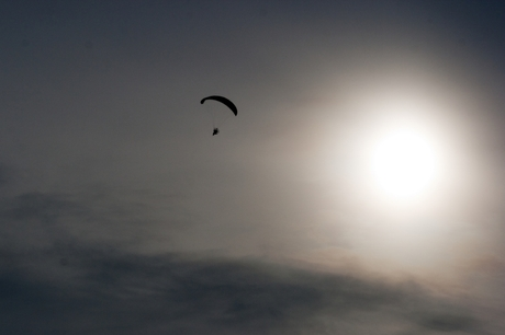 parachutist in de zon