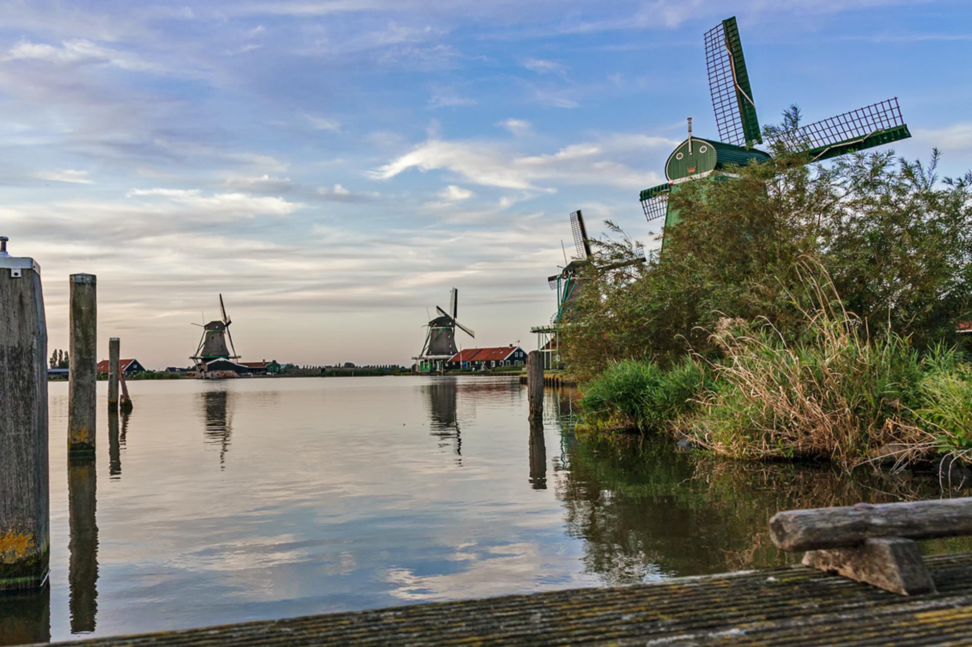 Windmills Of Your Mind - Zaanse Schans gr.Rob  Toepasselijk stuk muziek van: STING - Windmills Of Your Mind  [url]https://www.youtube.com/watch?v=9S9GNBc46-4/[/url] - foto door RobNagelhout op 14-02-2021 - deze foto bevat: lucht, wolken, water, dijk, natuur, licht, boot, landschap, bomen, meer, pier, molen, polder - Deze foto mag gebruikt worden in een Zoom.nl publicatie