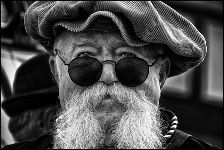 Vrijbuiter - - - foto door etiennec op 27-09-2016 - deze foto bevat: man, portret, zwartwit, straatfotografie