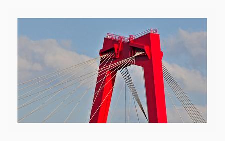 Volg de lijnen . . . - ROTTERDAM_Willemsbrug    Heel hartelijk bedankt voor jullie mooie  reacties en waarderingen. Super! Geeft een mooie boost!! - foto door 1103 op 08-04-2018 - deze foto bevat: lucht, rotterdam, lijnen, stad, Willemsbrug Rotterdam
