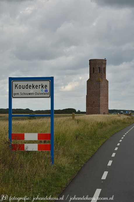 Plompe toren in Koudekerke.