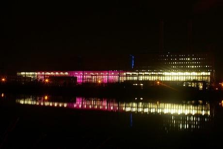 verlichte elektriciteitscentrale
