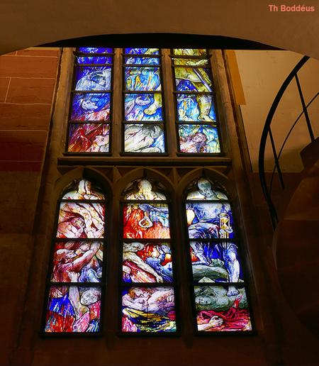 kerkraam 2009260952mw - zie toelichting hiervoor Abdijkark Tholey raam gemaakt 2020 - foto door boddeus E-L op 01-03-2021 - deze foto bevat: raam, gebrandschilderd