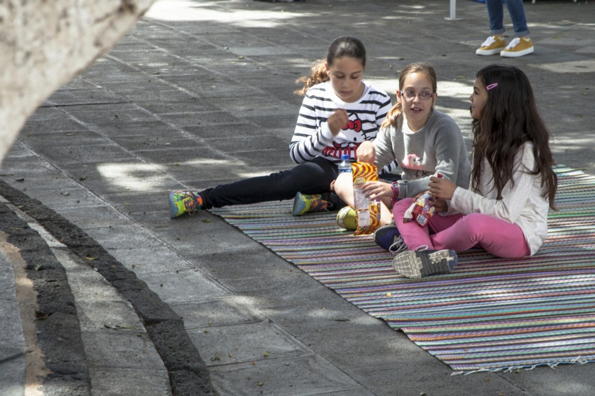Lanzarote 35 - - - foto door goosveenendaal op 30-06-2015 - deze foto bevat: mensen, kinderen, straatfotografie, lanzarote - Deze foto mag gebruikt worden in een Zoom.nl publicatie