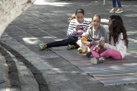 Lanzarote 35 - - - foto door goosveenendaal op 30-06-2015 - deze foto bevat: mensen, kinderen, straatfotografie, lanzarote