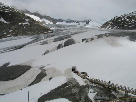 de ijsgrot bij de rhonegletscher