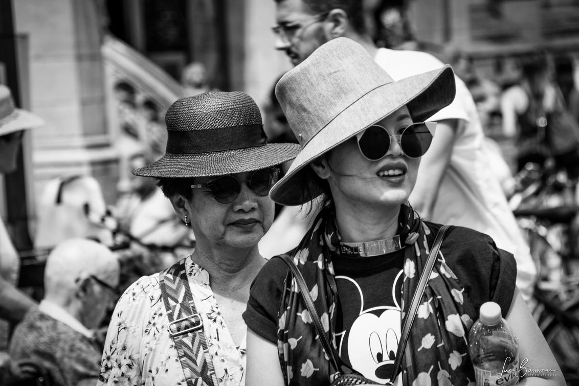 De bril maakt het verschil - - - foto door lumafoto op 31-07-2018 - deze foto bevat: straat, bril, stad, zonnebril, gent, straatfotografie, hoedje, Gentse feesten, Aziaten