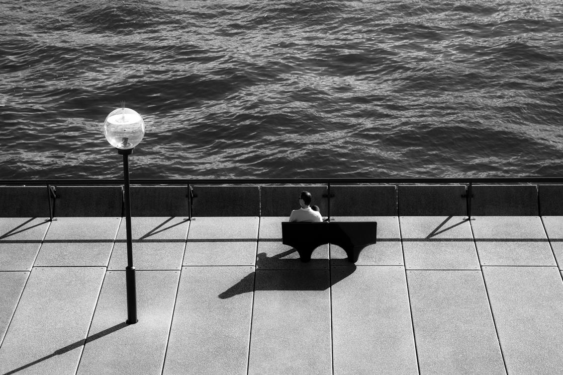 Single - deze man wacht vast en zeker op een beeldschone vrouw... - foto door haikodejong op 09-08-2010 - deze foto bevat: bank