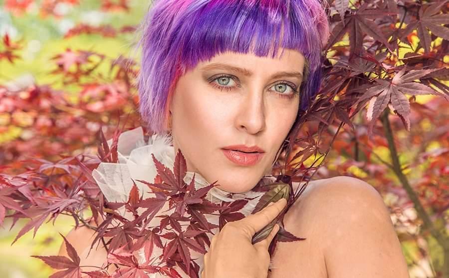 Purple-ish Claudia - Claudia in de Japanse tuin, Limbabwe - foto door boehle op 14-05-2019 - deze foto bevat: kleur, portret, model, fashion, glamour, kapsel, jurk, fotoshoot, fashionfotografie