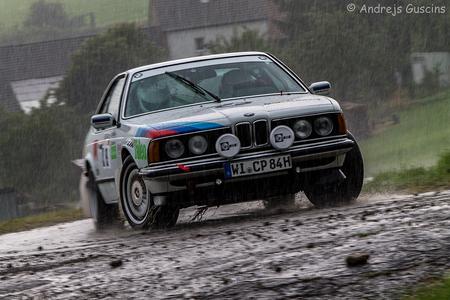 BMW - BMW 635 CSi - 1985 - Group A  Claus Peter Wehner (D) Jens Kramer (D)  Eifel Rallye Festival 2016 - foto door GAfotografie op 03-08-2016 - deze foto bevat: race, sport, regen, auto, canon, actie, bmw, rain, snelheid, beweging, rally, autosport, eos, sluitertijd, wedstrijd, motorsport, rallye, 1100D, eifelrallyefestival, bmwmotorsport