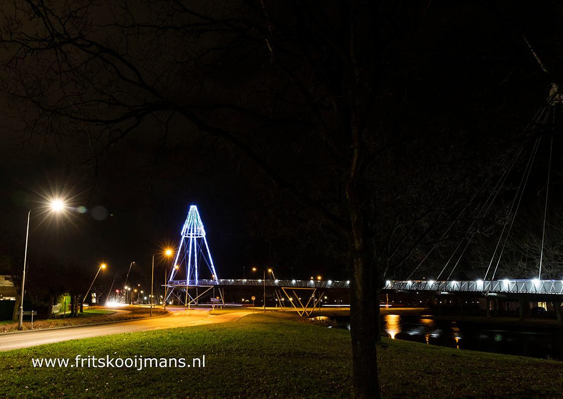 Fietsbrug in Drachten - 20190101 3704 Fietsbrug in Drachten - foto door fritskooijmans op 13-01-2019 - deze foto bevat: avond, landschap, brug, nacht, friesland, drachten, fietsbrug