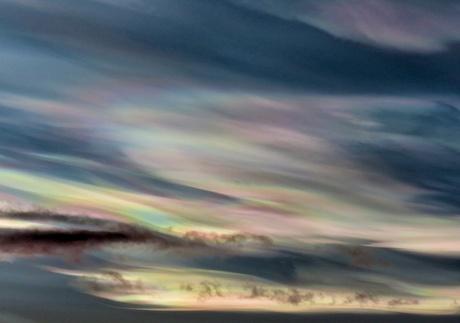 Parelmoer wolken