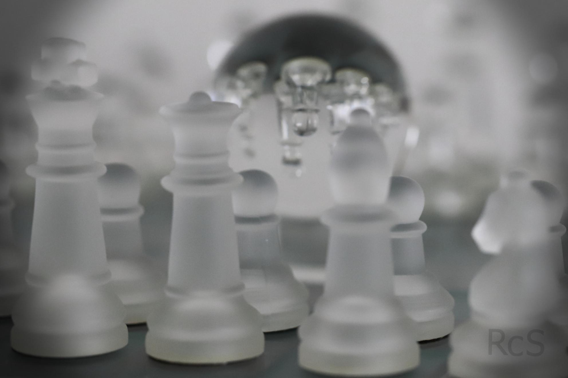 Chess 2 - Schaak met glazen bol - foto door RcS op 04-02-2018 - deze foto bevat: schaak, glazen bol