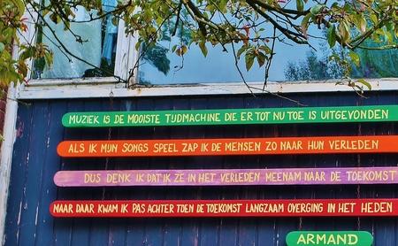 Zappen - Armand schreef het en timmerde zijn stelling op de gevel! - foto door henk.ravenhorst op 26-04-2013 - deze foto bevat: ruigoord