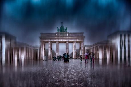 een stortbui bij Brandenburger Tor