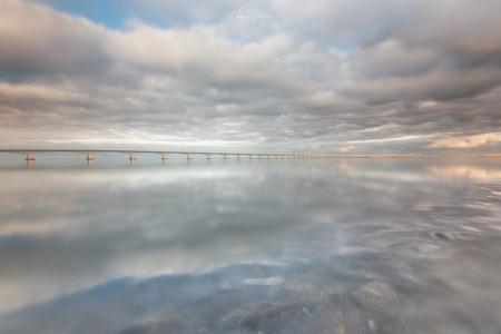 Zeelandbrug - Zeelandbrug, het was alweer een tijdje geleden. Wat een geluk met de weersomstandigheden. - foto door tamsanver op 27-12-2018 - deze foto bevat: lucht, wolken, zon, strand, zee, water, natuur, licht, landschap, zand, brug, kust, reflecties, zeelandbrug, lange sluitertijd