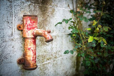 Verroeste waterpomp