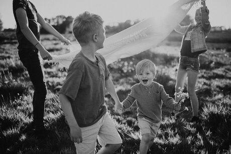 Kids-zomer-zwart.wit