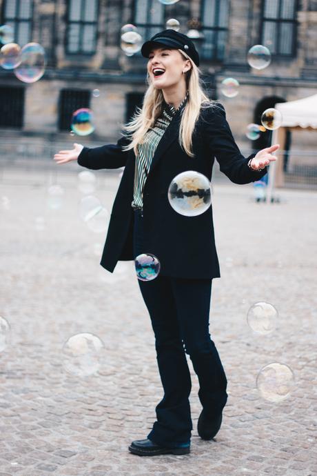 Met bubbles op de Dam in Amsterdam