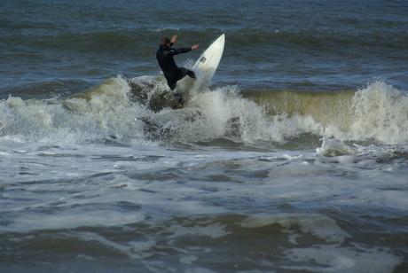 Surfen op golven van de Noordzee