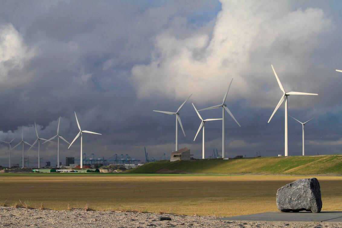 maasvlakte - windturbines aan de maasvlakte - foto door to1 op 21-08-2012 - deze foto bevat: maasvlakte
