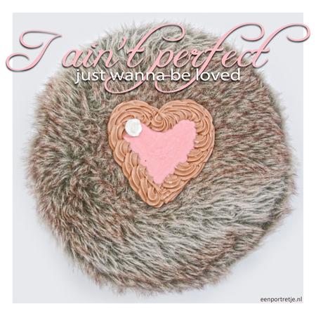 valentijn - Mijn dochter kreeg een heel mooi chocolade hartje gekregen van een tante... hij zag er zo lekker uit dat ik het even wilde vastleggen.  Hartje op e - foto door jackyduck op 10-02-2013 - deze foto bevat: hart, liefde, love, chocolade
