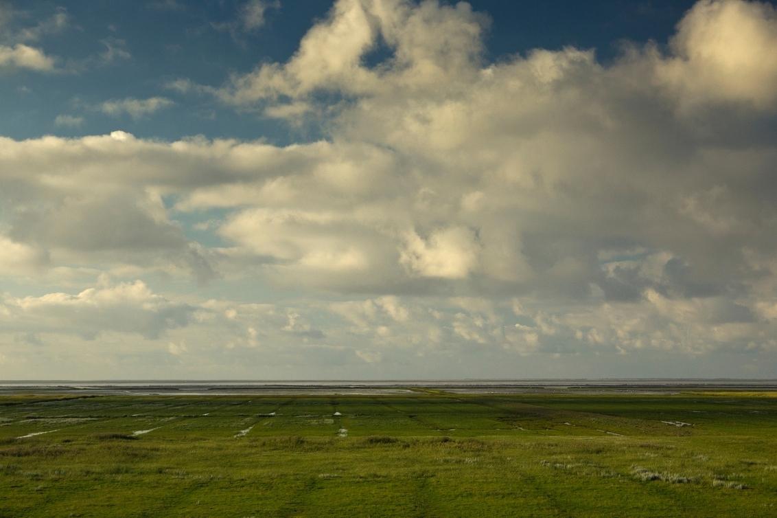 niets dan wolken en wad - - - foto door JWil op 29-07-2014 - deze foto bevat: wolken, zee, lijnen, ruimte, leegte, groningen, wad