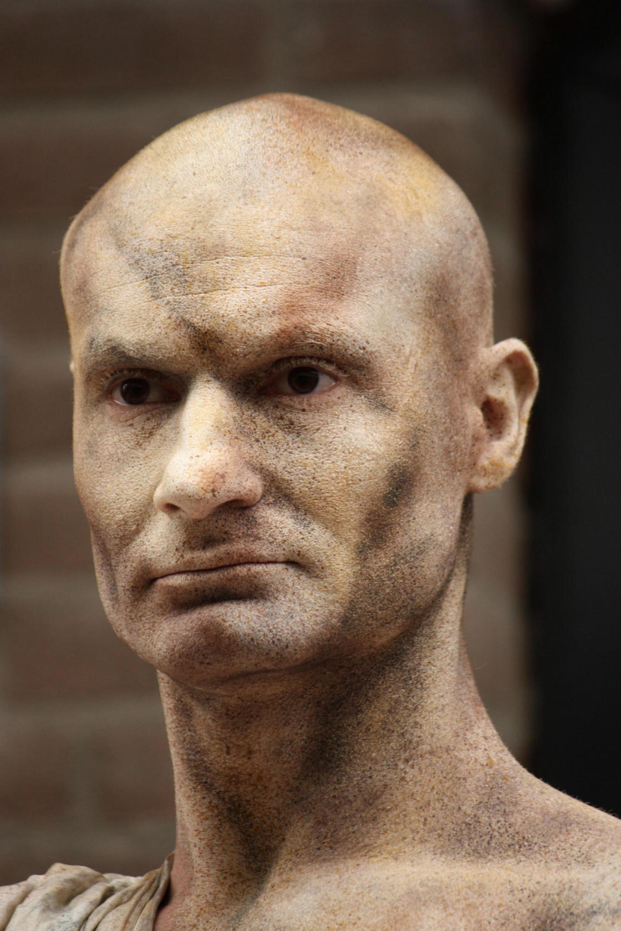 hoofd - - - foto door ukkie-uk op 30-08-2009 - deze foto bevat: living statues arnhem
