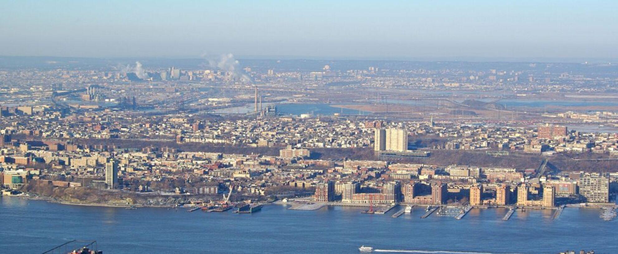 Overkant - Deze foto is gemaakt vanaf het Empire State Building. Hier kijk je over de Hudson rivier naar  West New York. - foto door Henkes62 op 23-08-2009 - deze foto bevat: hudson, New York - Deze foto mag gebruikt worden in een Zoom.nl publicatie