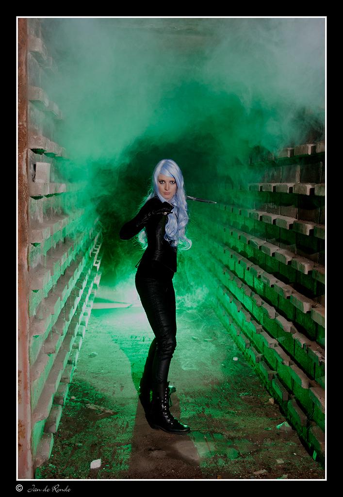 Danielle - Model = Danielle  Deze opname gemaakt in een oude steenfabriek  Zijn we wat wezen experimenteren met kleurfiters  Bedankt voor de reacties op me - foto door rondejan op 07-11-2012 - deze foto bevat: portret