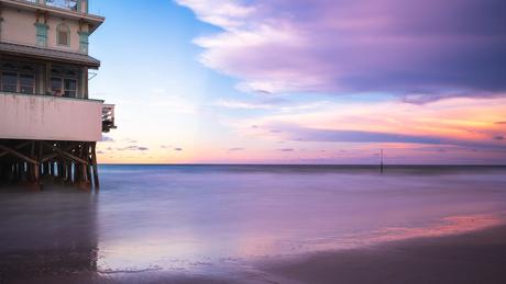 Kleurrijke zonsondergang in Daytona Beach