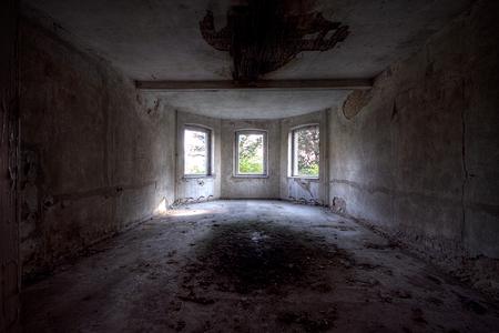 Lindau Sanatorium 3 - Op 24-9-2010 hebben Jos en ik een bezoek gebracht aan dit sanatorium Het is een hdr foto  Kijk ook eens op mijn website: [url]http://lost-in-time- - foto door Jascha_400D op 22-11-2011 - deze foto bevat: oud, time, in, urban, lost, germany, verlaten, vervallen, duitsland, urbex, sanatorium, ddr, lindau, decay, hoste, jascha, ue