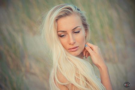 Megan - Voor meer van deze serie check mij facebook pagina https://www.facebook.com/ArtofOz - foto door ozanay op 29-07-2015 - deze foto bevat: portret, beauty, beach, blond, mode, fotoshoot, picoftheday