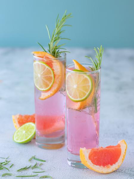 Gin Tonic @ the pool - Deze zomerse foto werd gemaakt voor een locaal Gin merk. ALs huis fotograaf van Dit merk experimenteer ik graag met verschillende tonics alsook met v - foto door fotografie-degroote op 29-06-2020