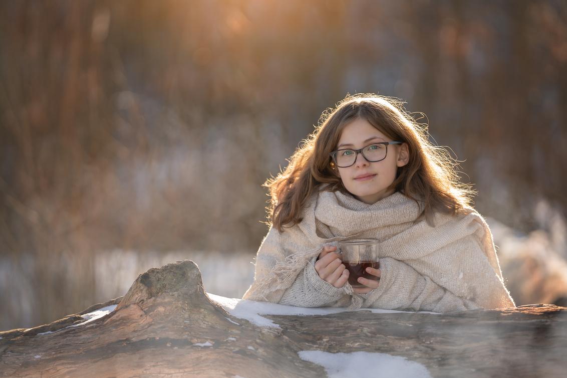 winterportret - Vandaag lekker buiten genoten samen met mijn dochter - foto door BrendaRoos op 13-02-2021 - deze foto bevat: mensen, sneeuw, winter, portret, mist, bos, tegenlicht, daglicht, koud, lief, zonlicht, beauty, kou, thee, closeup, damp, winterlicht, haarlicht, winterportret