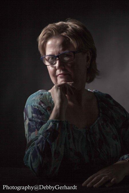 Anjo - Anjo, karakter portret - foto door debbyvroon op 04-03-2015 - deze foto bevat: vrouw, donker, licht, portret, schaduw, ogen, sfeer, studio, photoshop, closeup, fotoshoot, flitser, lowkey