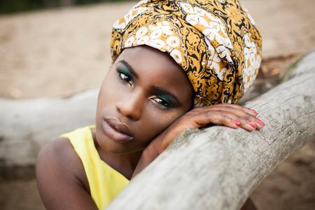 African girl - Ik houd heel erg van deze foto, haar blik is hier zo mooi! - foto door anoukstrijbos op 11-08-2014 - deze foto bevat: vrouw, kleur, portret, model, fashion, lippen, beauty, sfeer, pose, glamour, jurk, mode, kleding, visagie, locatie, makeup, editorial, fashionfotografie