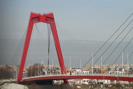 Willem weer - Blijft een mooi bruggie! - foto door CoonArt op 07-03-2021 - deze foto bevat: lucht, zon, water, rotterdam, licht, lijnen, architectuur, stad, brug, perspectief
