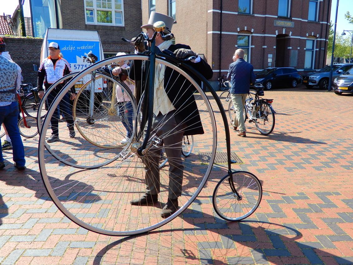 11 mei 2019 Zaltbommel HiBike wedstrijden (6) - op 11 mei 2019 werd er in Zaltbommel een wedstrijd op e HiBike gehouden, er waren ongeveer 35 deelnemers uit diverse landen. de wedstrijd werd gewonn - foto door Tonny1946 op 16-02-2020 - deze foto bevat: race, fietsen, beweging, wedstrijd, wielrennen