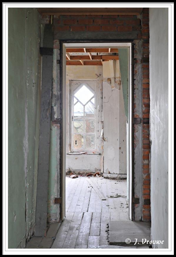 verval - Een oud gebouw, verwaarloosd. - foto door janv2 op 28-02-2014 - deze foto bevat: oud, raam, deur, vervallen, urbex