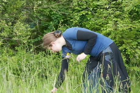 Barbara flower picking 02