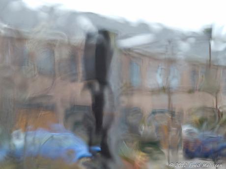 Regendruppels op het raam