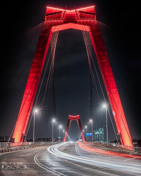 Willemsbrug by night